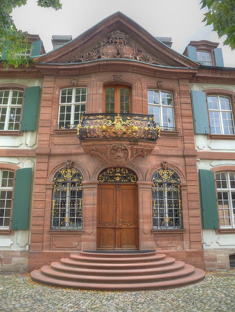 ./Basel-Haeuser-Riehenstrasse-2010.jpg